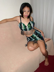 Filipina slut gets naked and widens her legs for the camera