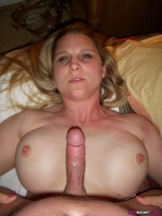 WifeBucket - real dilettante MILFs and wives! Swingers too!