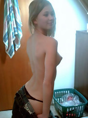 Photos of a naked pretty girl's hot selfpics
